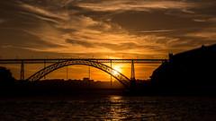 Dom Luís I Bridge - Porto (Aurel___) Tags: bridge luís i porto pont ponte portugal sky dawn sun dark noir coucher soleil sunset cloud nuage jaune yellow dom