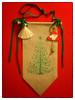 Weihnachtsdekoration - Tannenbaum und Glöckchen (videamus) Tags: strickerei strickkunst weihnachten frohe frohes fest gesegnetes weihnachtsfest dekoration engel engelchen glück stern machen brav glocke glöckchen heimat deutschland herzen wärme nikolaus komm unser haus