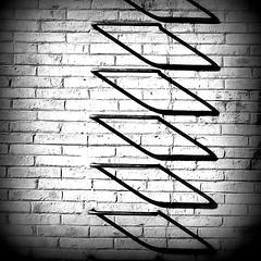Crazy (Helena de Riquer) Tags: castellderemei penelles pladurgell provinciadelleida sombras ombres ombras shadows texturas textures escalera escala stair pared paret wall mur muro abstract abstracte abstracto abstração abstración abstration astrazione paralelogramos rombos parallelograms parallelogrammi losango losangos bipiramidal geometry 2011 bw blackwhite crazy gnarlsbarkley helenaderiquer carlzeiss flickr bnw design sony sonydsch20
