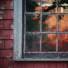 (jtr27) Tags: dsc02551l jtr27 sony alpha alpha7 a7 ilce7 ilc mirrorless square window glass reflections red maine manualfocus building