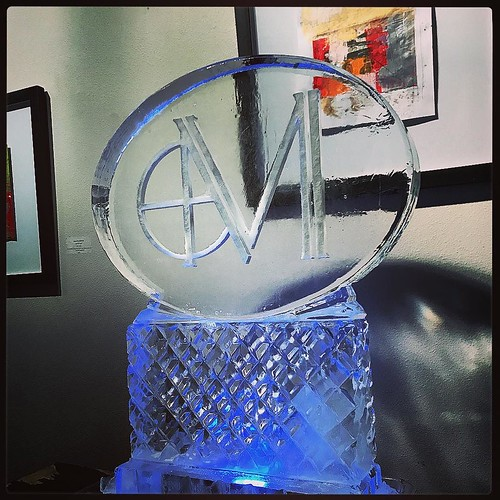 Another #holidayparty success in #sanantonio tonight thanks to the #marcsman #fullspectrumice #thinkoutsidetheblocks #brrriliant #logo #icesculpture - Full Spectrum Ice Sculpture