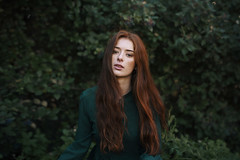 Eva (Tania Cervián) Tags: seleccionar woman portrait redhair otoño autumn fall green verde jersey sweater face beauty canon taniacervianphotography