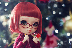 ¡Feliz Navidad! (-Poison Girl-) Tags: pullip pullips doll dolls custom customs poring 2017 poisongirlsdolls poisongirldolls poison girl obitsu body redhead red hair wig short haircut bob fringe bangs eyebrows eyeshadow eyelashes eyechips eyes green brown realistic handmade handpainted repaint repainted paint freckles pecas nose carving carved mouth lips sweet cute natural makeup faceup junplanning jun planning groove grooveinc
