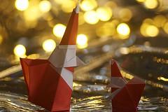 Santa Claus with Gift Bag (Stéphane Gigandet) (De Rode Olifant) Tags: member'schoicebokeh macro macromondays stéphanegigandet origami paper paperfolding 3d marjansmeijsters origamisanta santa smile smilingorigamisantaclauswithgiftbag santaclaus xmas christmas videotutorial cof06thethi
