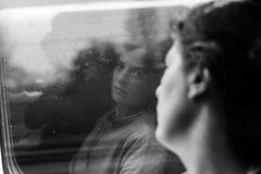 Reflección , reflexión (jotabello) Tags: gente 50mm leica lisboa personas people leicam10 porto streetphotography portugal