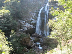 Getting nearer La Fervenza Waterfall (d.kevan) Tags: views waterfalls galicia spain afervenzadobelelle