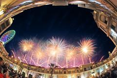 2018義大跨年煙火-Happy New year's (黃昱峰) Tags: 2018義大跨年煙火 夜景 火花 魚眼 landscape fireworks sigma15mm fisheye 6d 義大世界 台灣 taiwan