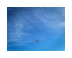... (ángel mateo) Tags: ángelmartínmateo ángelmateo almerimar elejido almería andalucía españa mar cielo nubes kitesurf cometa surf azul sea sky clouds kite blue