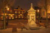 Wilhelminaplein - Naaldwijk (Jan de Neijs Photography) Tags: naaldwijk westland hetwestland zuidholland holland canonnl wilhelminaplein nederland southholland thenetherlands dieniederlande 1629 rijksmonument pomp dorpspomp nightphotography light monumentaledorpspomp monumentaal prinsfrederikhendrik heervannaaldwijk nachtfotografie evening monument