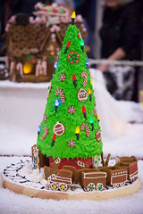 train around the tree (raspberrytart) Tags: festivaloftrees christmas gingerbread gingerbreadhouse gingerbreadcookie cookie candy decorating nikon d7100