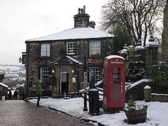 The Black Bull, Haworth  - 29 December 2017 (Rail and Landscapes) Tags: black bull haworth uk yorkshire keighley pub publichouse snow weather winter people telephonebox 2017 december2017 brontecountry blackbull red white architecture cobbledstreet signs streetsigns scenic seasonal landscape christmastree