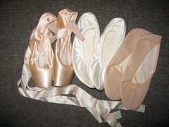 Dienstag_Couch_01 (rotwild99) Tags: ballet ballett balletslipper ballerinas gym gymslippers lycra spandex ballerina shiny wolford pantyhose leotard unitard