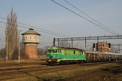 SU46 054 with two water towers in Rogozno by berlinger -