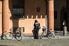 Bologna - Portico di Piazza Santo Stefano (Massimo Battesini) Tags: bologna emiliaromagna italia it olympusem5markii olympus em5markii panasoniclumixgxvario35100f28 panasonic lumix panasonic35100mmf28 portici arcades soportales volte archi arch porticos piazza place square plaza bicicletta vélo bicycle biciclettes bicicletas biciclette bike bikes centrostorico zentrum centreville centromedievale centremédiéval medievalcenter centromedieval città ville city stadt town ciudad photographiederue streetphotography fotografiaderua photosdelavie escenacallejera portico italy italien italie europe europa piazzasantostefano