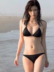 小倉優香 FRIDAY 2017年8月11日号「黒の優香はオトナっぽく!
