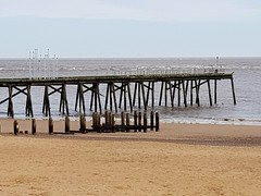 Lowestoft pier Suffolk UK on the last day of 2017 (madmax557) Tags: lowestoft lowestoftpier greatbritain eastcoast eastanglia england suffolkcoast suffolk southbeach beach onthebeach beachphotos