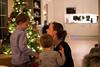 julaften_2017-23 (sndrem1) Tags: helge julen2017 synnøve amund farfar farmor fridtjof gaver håkon julaften juletre pappa pepperkaker åsta