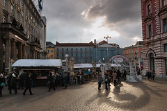 Meet at Ban Jelacic (Luko GR) Tags: croatia zagreb christmasadvent christmasmarket city capital streetphoto