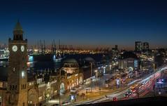 Hamburg St. Pauli Landungsbrücken (Strandgutsuche) Tags: hafenhamburg hamburg stpauli elbe nacht bluehour blaue stunde habour landungsbrücken stintfang nightshot aussicht view port shipyard