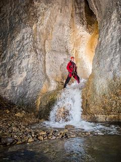 Christophe ouvre la voie - Grotte de Ste Catherine (25) - France