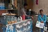 Scène de rue, Calcutta, Bengale occidental, Inde (Pascale Jaquet & Olivier Noaillon) Tags: marchanddethé portrait scènederue calcutta bengaleoccidental inde ind