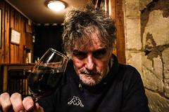 problemi di alcool (Aldo 24x36) Tags: alcoolista aldoista alcool drunk drink vin vino rouge bordeaux aquitaine cave france verre bicchiere bere boir sommeiller taste goccio gotodevin bis bottiglia boutle bottle