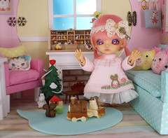 The Christmas Miracle #5 (Arthoniel) Tags: namarie howl latidoll lati latiyellow haru green tan sunny christmas doll bjd balljointeddoll miniature tiny collection toy figure nereapozo keera diorama ooak 18 scale squirrel nutkin rement resin nomyens faceup cat dollhouse roombox house