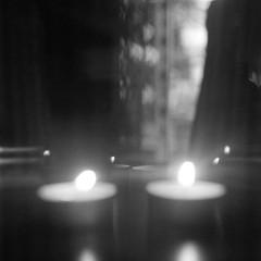 Dark, but holy night (Rosenthal Photography) Tags: treu ff120 ilforddelta3200 6x6 asa3200 schwarzweiss anderlingen licht familie mittelformat städte kerze bw rolleiflex35f 20171105 analog bnw dörfer siedlungen candle candlelight night darknight holynight dark darkness indoor lowlight holy xmas christmas mediumformat blackandwhite rollei rolleiflex 35f sk schneiderkreuznach 75mm f35 ilford delta rollinar rollinar2 prism epson v800
