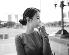 Rossie smile (Seahorse168) Tags: singapore leica portrait photography tour light city bw blackandwhite smile summiluxm 11428 asph 新加坡 摄影 徕卡 黑白 城市 旅游 风格 微笑 笑容