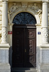 Prager Türen & Fenster - 6 (fotomänni) Tags: tür türen door doors fenster window fenetre windows prag praha prague manfredweis