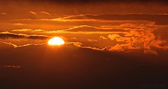 His majesty Sun - Sa majesté Soleil (Sébastien Vermande (Only the Weekend)) Tags: canon100d france midipyrénées lot hiver winter coucherdesoleil sunset panorama panoramic paysage landscape ciel sky nuages clouds canonef70200mmf4lusm vermande