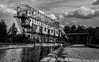 Chargeur à bateaux (musette thierry) Tags: noiretblanc bateau bord musette thierry eau endroit dendre fleuve 28300