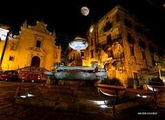 Paola Cs Calabria Italy (Arcieri Saverio) Tags: calabria night notte plaza piazza paola paolacs cosenza cs italia manual italy d5100 nikkor nikon lungaesposizione luci luna moon sky fontana