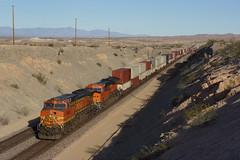 BNSF 4461 Topock/Arizona (Gridboy56) Tags: bnsf arizona california usa america railways railroad railfreight diesel wagons containers intermodal cargo topock locomotive locomotives trains train