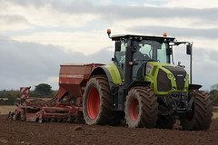 Claas Axion 810 Tractor with a Horsch Pronto 4DC Seed Drill (Shane Casey CK25) Tags: claas axion 810 tractor horsch pronto 4dc seed drill green sow sowing set setting drilling tillage till tilling plant planting crop crops cereal cereals county cork ireland irish farm farmer farming agri agriculture contractor field ground soil dirt earth dust work working horse power horsepower hp pull pulling machine machinery grow growing nikon d7200 ciągnik traktori traktor trekker tracteur trator lisgoold