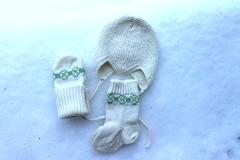 2017.12.29. vauvasetti 3376m (villanne123) Tags: 2017 siksakmyssy sandneslanett babywear knittedforchildren villanne knitting neulottu neulotut nilkkasukat lapsille lapaset