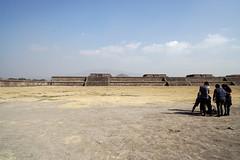 DSC09185.jpg (Victor Muruet) Tags: teotihuacan mexican pyramids méxico prehispánico ciudad de los dioses teotihuacánaztecasméxicomexico´pirámidespyramids victormuruetvíctormuruetmuruet