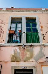 202A - Cascais, Portugal (Bela Lindtner) Tags: lindtnerbéla belalindtner nikon d7100 nikond7100 nikkor nikkor18105 18105 nikon18105 cascais portugália portugal windows buildings building épületek épület ablakok ablak outdoor street