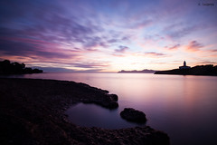 Amanece (Víctor Onieva) Tags: amanecer sol día alcudia aucanada alcanada purpura mar suave soft nd1000 largaexposición longexposicion longexposition