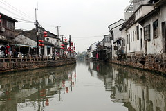 Suzhou canal (mbphillips) Tags: china 中国 중국 中國 苏州 江苏 jiangsu 江南 jiangnan shantangstreet 山塘街 七里山塘 山塘河 shantangcanal asia 亞洲 fareast アジア 아시아 亚洲 mbphillips sigma1835mmf18dchsm canon80d canal geotagged photojournalism photojournalist suzhou gusudistrict 姑苏区 姑蘇區 reflection