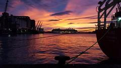 Port de Barcelona (Miquel J. G.) Tags: puerto barcelona amanecer norai crucero samsung sunrise