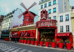 Moulin Rouge (giadamulas) Tags: street paris parigi moulinrouge rouge red beautiful attrazione voyage viaggio christmas natale vacanza holidays holiday beautifulplace colours photo photos francia france festive smileonsaturday redrules