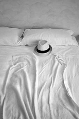Evanescence (Italian Film Photography) Tags: bed empty shadow abstract concept hat evanescence absence blackandwhite biancoenero assenza evanescenza vuoto shapes forme cappello letto lenzuola pieghe film analogue pellicola analogica ilford fp4 olympus mjuii minimal