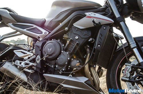 Triumph-Street-Triple-RS-19