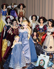 Holiday Elsa Joins My Desktop Disney Doll Display - 2017-12-16 (drj1828) Tags: elsa snowwhite snowwhiteandthesevendwarfs olafsfrozenadventure limitededition doll 17inch