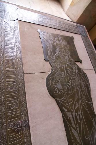 Mosiężna płyta nagrobna biskupa warmińskiego Pawła Legendorfa (✝1467) na zamku w Lidzbarku Warmińskim
