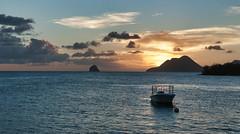 Petit bateau (Pop626262 (Fort occupé)) Tags: freedom martinique antilles mer soleil rocherdudiamant ciel rouge bleu bateau coucher nikon d90