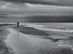 On the horizon, pointing out to sea. (Tim Ravenscroft) Tags: exmouth shore beach beachseascape clouds monochrome blackandwhite blackwhite hasselblad hasselbladx1d x1d