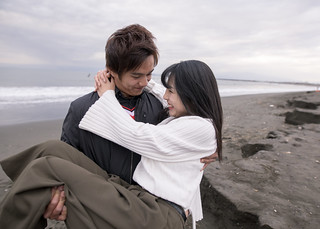 Teenager boy holding girlfriend