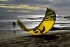 Mezzaluna (meghimeg) Tags: 2017 portomaurizio kitesurf mare uomo man sera cielo sky onde wave sabbia sand beach spiaggia